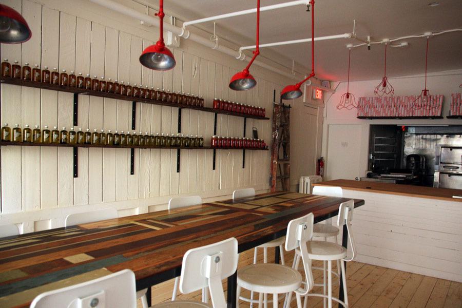 Best interior pizzeria farina9 905 jpg images on Decoracion de bares vintage