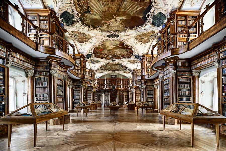 A Biblioteca da Abadia de Saint Gall (Suiça) fundada por São Othmar