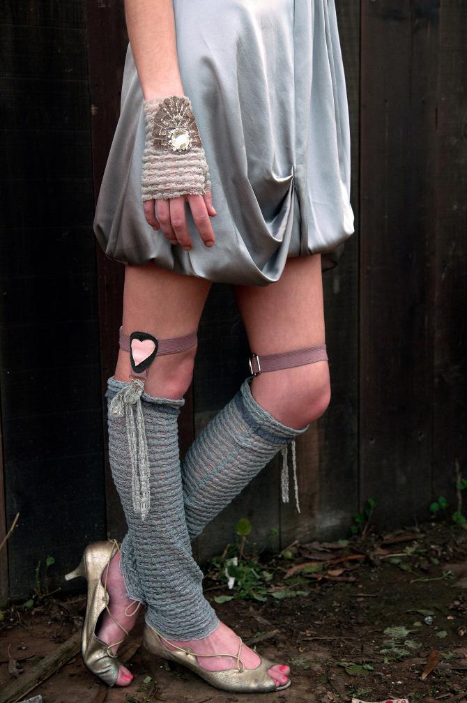 oda sock garters