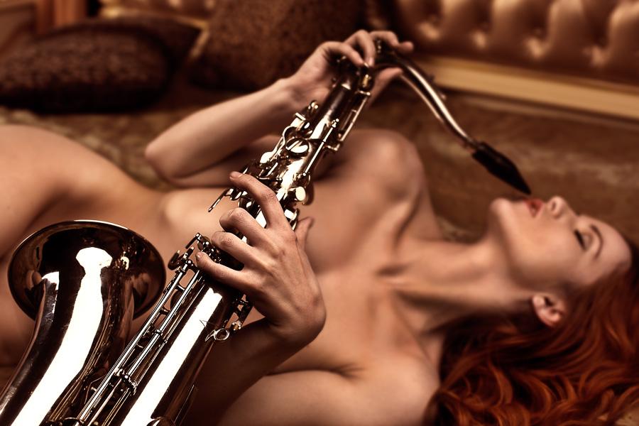 Интимная красивая ебля под саксофон порно домашнее сюжетом