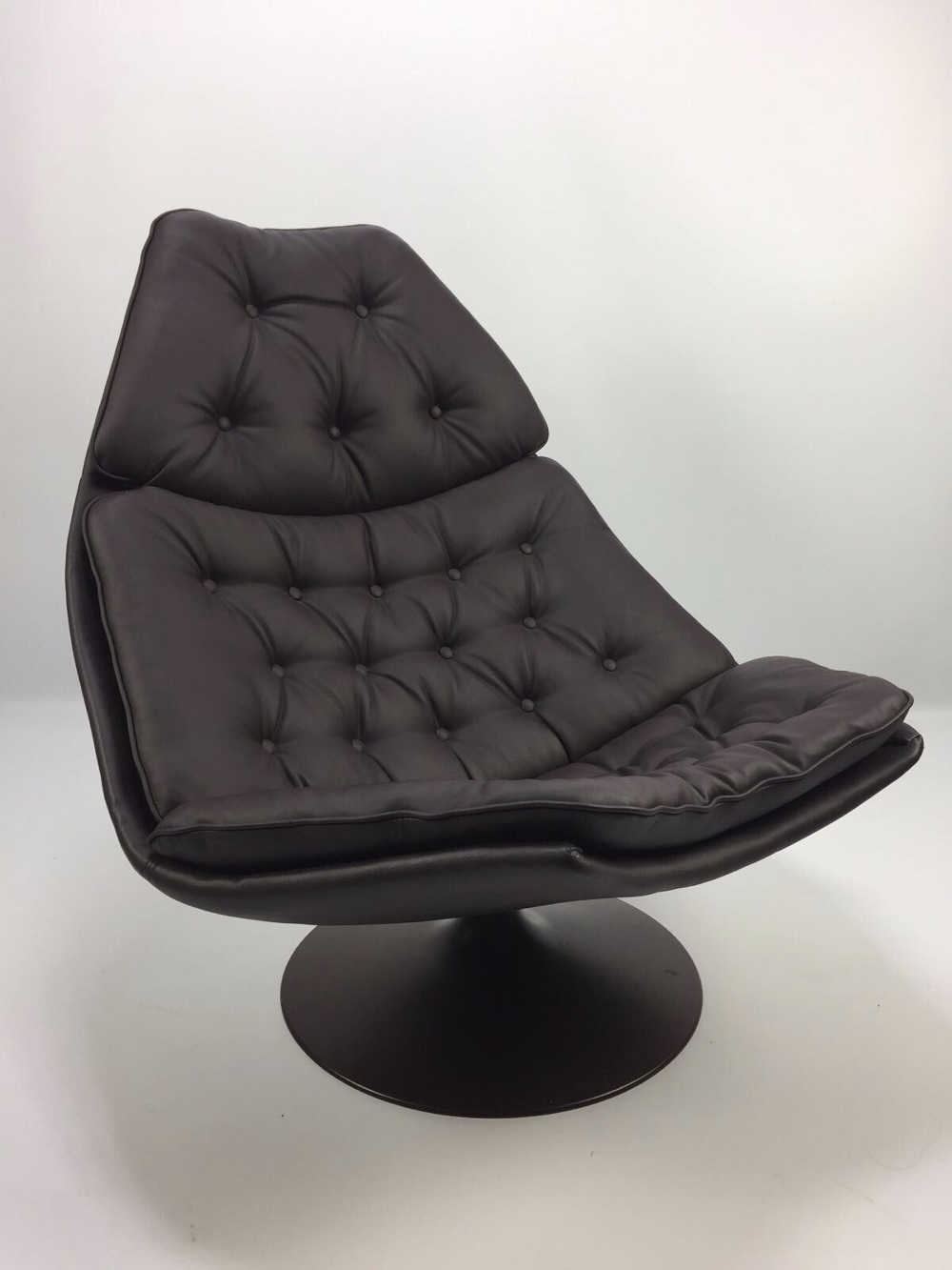 Egg Chair Bruin Leer.Sold This Nice Lounge Chair With Footstool By Geoffrey Harcourt