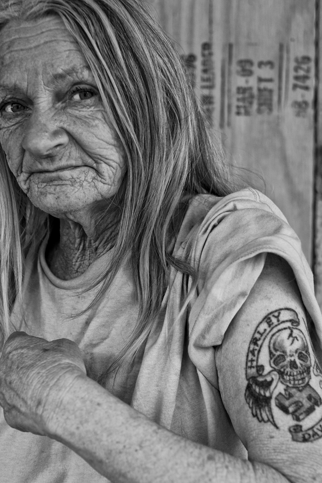 старуха с татухой картинки беру смайлики