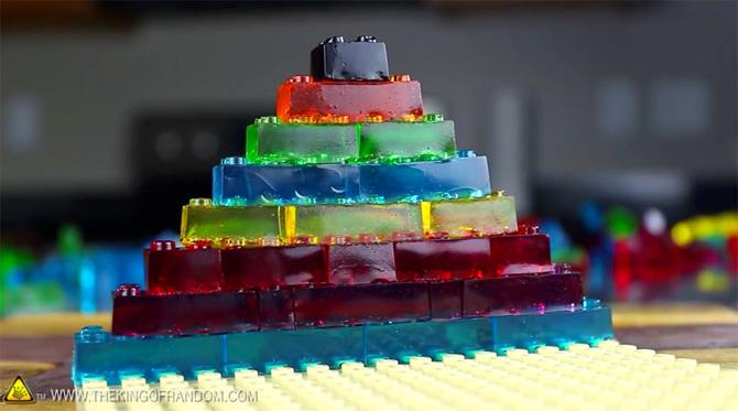 Dolls House Miniatura Fatto a Mano Caramello CAKE CON QUADRATI DI CIOCCOLATO