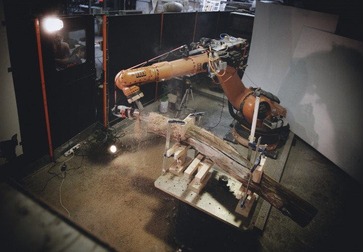 How to Teach a Robot to Use a Chainsaw? (2013) - Vicente Gascó
