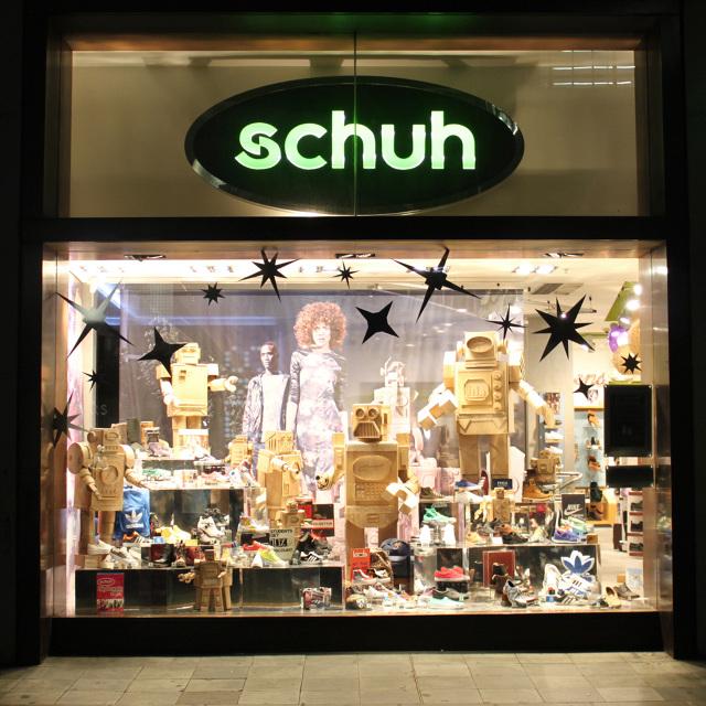 meet edded c9494 Schuh Window Display - Robots - Mark O'Brien - MOB Cardboard