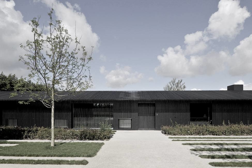 Tr Residence Vincent Van Duysen From One Backyard To Another