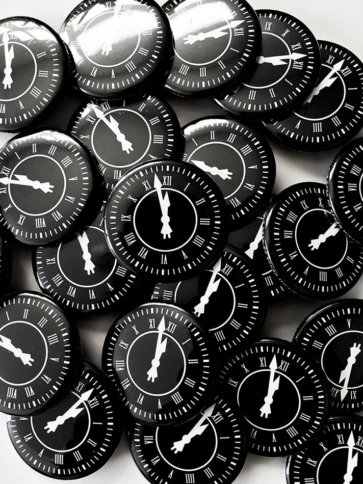cf9e8c787 世界終末時計とは、核戦争などによる人類の絶滅(終末)を午前0時になぞらえ、その終末までの残り時間を「零時まであと何分」という形で象徴的に示す時計である。1947  ...