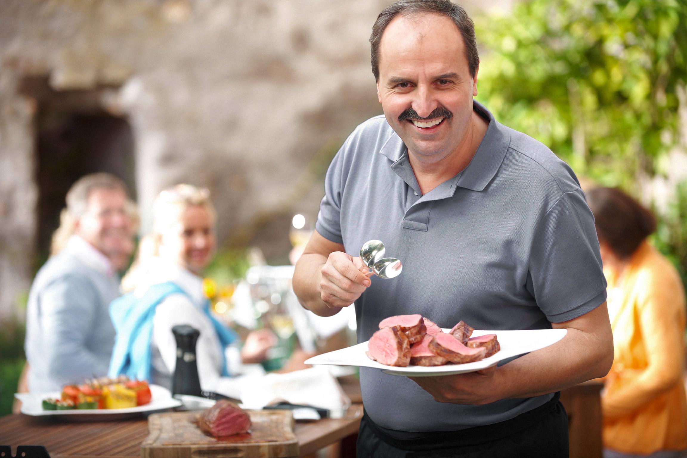 Weber Holzkohlegrill Johann Lafer Edition : Weber grill promotion mit johann lafer berndgrundmann