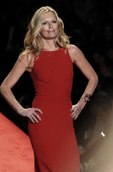 446780a1ecf Patti Hansen in the Red Dress Show - jen hughes hair