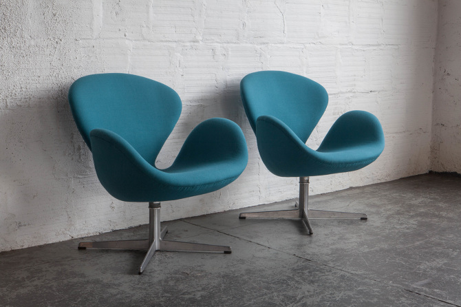 Teal Swan Chairs By Arne Jacobsen Ar Leaman