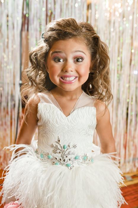 Feature Child Beauty Queens Lauren Greenfield Instituteartistcom