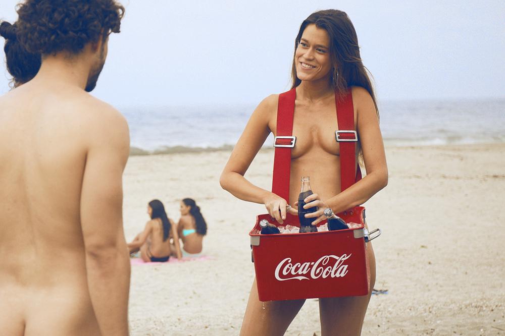 Nackt Coca  41 Sexy